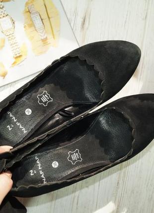 Naf naf. кожа. базовые туфли на устойчивом каблуке5 фото