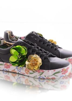 Черные кроссовки кеды с цветной подошвой с цветами1 фото
