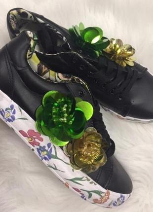 Черные кроссовки кеды с цветной подошвой с цветами2 фото