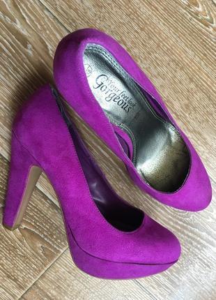Фиолетовые туфли на устойчивом каблуке