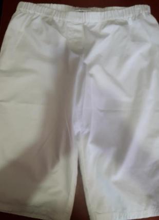 Бермуды белого цвета