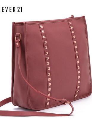 Сумка forever21 studded messenger bag