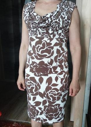 Платье в цветочный орнамент