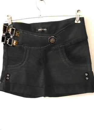 Черные джинсовые шорты со стразами. 28 разм.