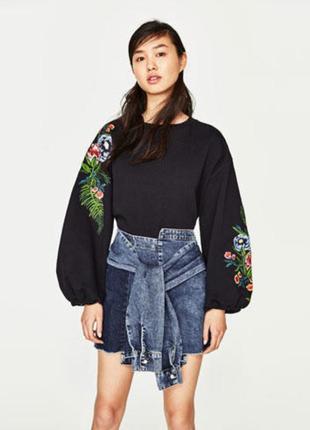Уникальная джинсовая юбка асимметричного покроя с завязками рукавами