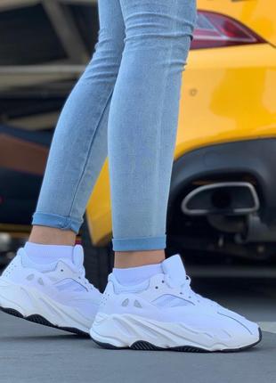 Шикарные женские кроссовки adidas yeezy boost 700 white