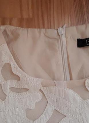 Платье с кожаными вставками молочного цвета3 фото