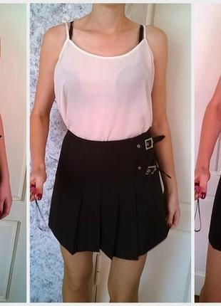 Черная юбка в складку, расклешенная с ремешками m/l/ школьнная