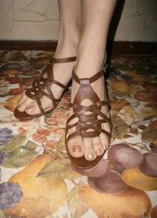 Босоножки на удобном каблуке/ 26 см