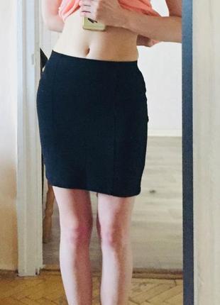 Строгая юбка-резинка