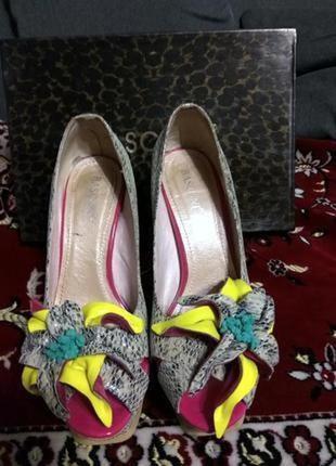 Фирменные туфельки с открытым носком basconi