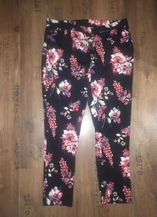 Стильные брюки в цветочек