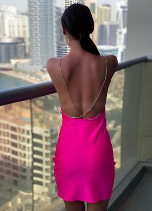 Платье с открытой спиной неоновое