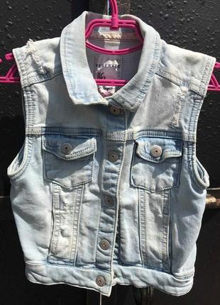 Стильная джинсовая жилетка reserved