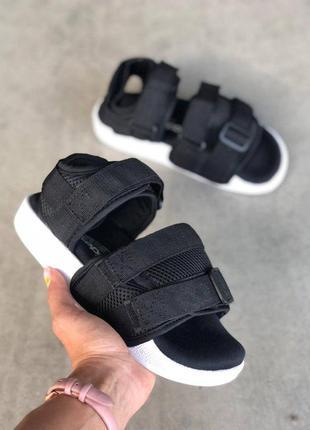 Спортивные сандалии в стиле adidas sandals black white adilette черно-белые