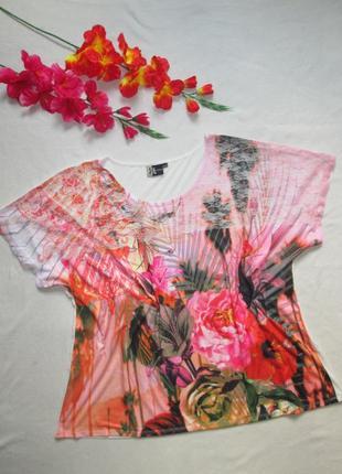 Шикарная футболка батал в цветочный принт с ажурной вставкой collectie.