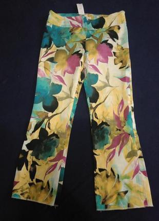 Яркие капри-/бриджи/укороченные штанишки/с цветочным принтом/новые/акварельные цветы/zara