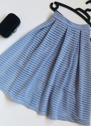 Голубая пышная юбка миди/актуальная миди нежного голубого цвета