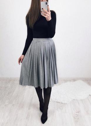 2511b35d9d0ed Стильная базовая серая плиссированная юбка... миди юбка плиссе atmosphere