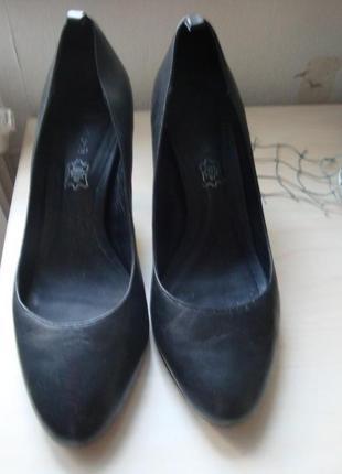Классические туфли лодочки на среднем каблуке