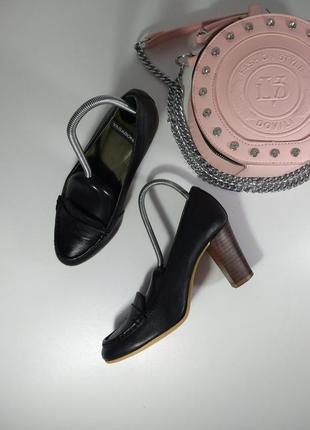 Кожаные туфли на каблуке6 фото