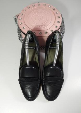 Кожаные туфли на каблуке7 фото