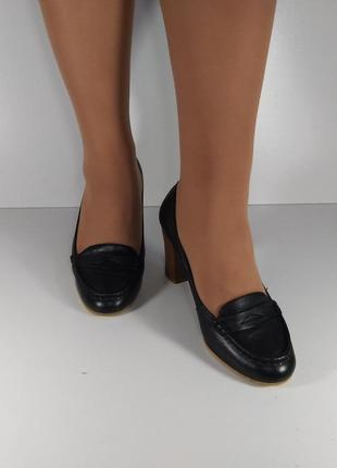 Кожаные туфли на каблуке2 фото