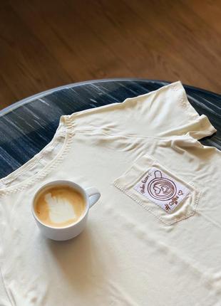 Майка тенниска футболка @don.bacon слоновая кость с чашкой кофе