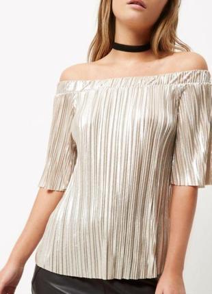 Блуза, топ плиссе с открытыми плечами с эффектом металлик.