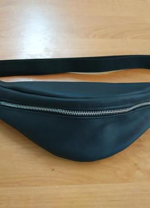 Черная кожаная бананка/сумочка на пояс