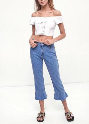 Стильные джинсы с воланами