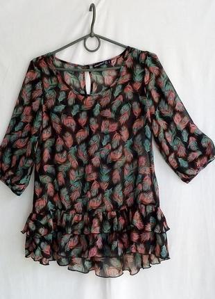 Красивеная шифоновая блузка с воланами