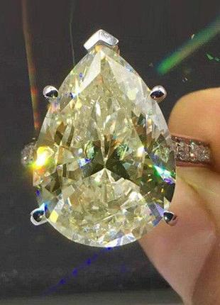 Серебряное кольцо с муассанитом 4 карата . размер 17.5
