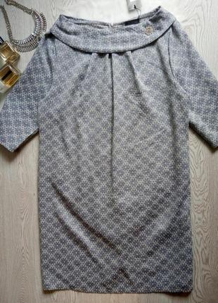 Серое платье миди в цветочный принт вышивка с серебристой брошкой батал большой размер