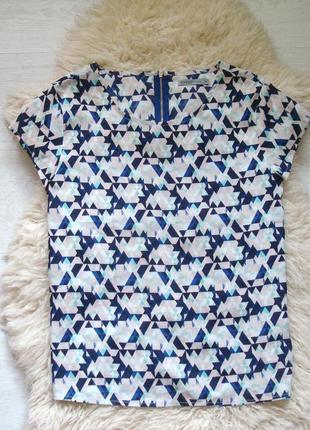 Стильная блуза в геометрический принт