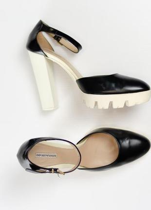 Emporio armani туфли на высоком блочном каблуке, босоножки 40 (26 см)