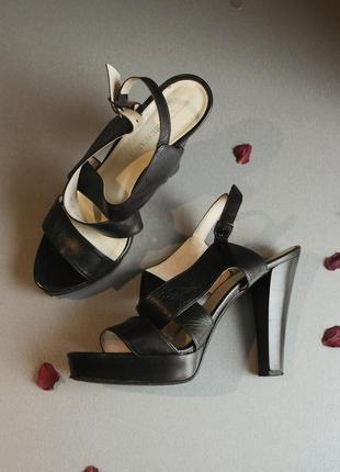 Босоножки черные кожаные на высоком каблуке летние кожа туфли