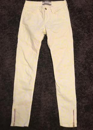 Яркие джинсы скинни