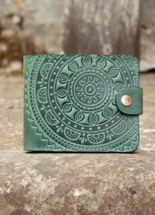 Маленький кожаный кошелек женский зеленый с орнаментом солнце