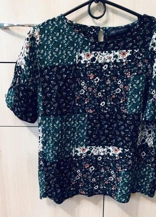 Стильная изумрудная блуза топ в цветы в стиле бо-хо