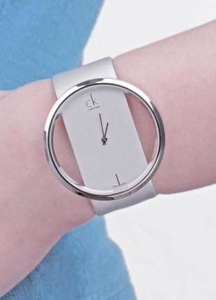 Белые наручные часы женские