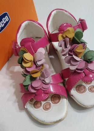 Босоножки сандали на девочку кожаные chicco