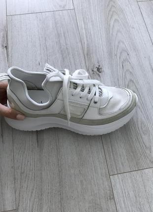 Правый кроссовок calvin klein ultra