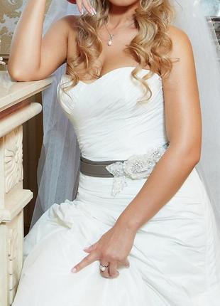 d57ff7c857d2180 Свадебное платье айвори со шлейфом от дизайнера от benjamin roberts