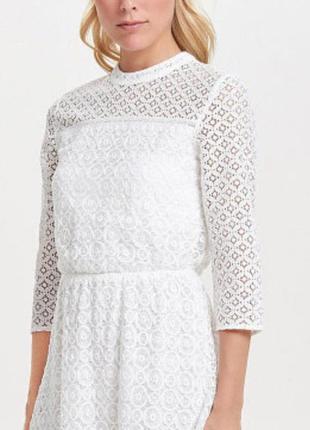 Белое кружевное платье на подкладке
