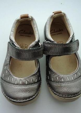 Clarks 5 g серебряные туфельки, натуральная кожа новые!