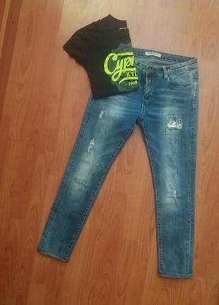 Летние укороченные джинсы . футболка в подарок