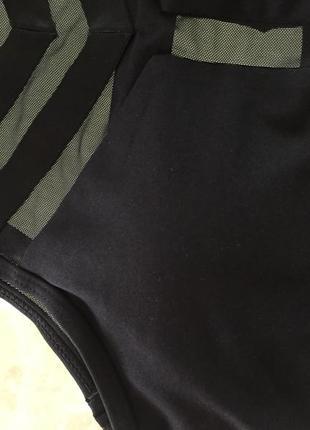 Черный топ-бра с пуш ап и сеточкой для занятий фитнесом и йогой9 фото