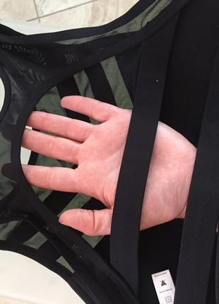 Черный топ-бра с пуш ап и сеточкой для занятий фитнесом и йогой10 фото