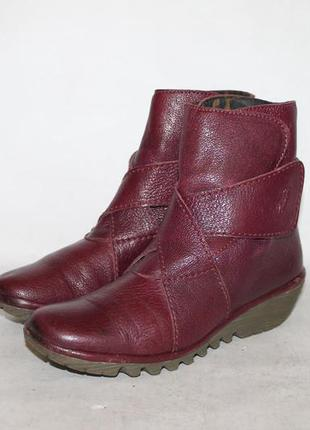 Кожаные ботинки на танкетке от fly london 35 размер